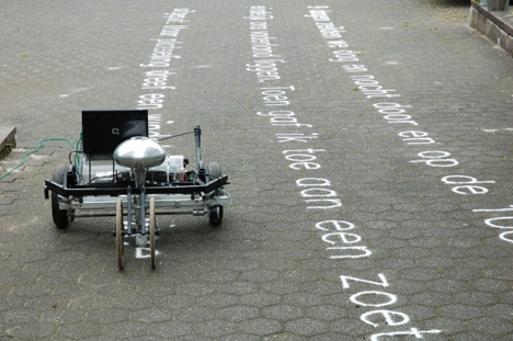 Skryf-sand-writer-by-Gijs-van-Bon_dezeen_01